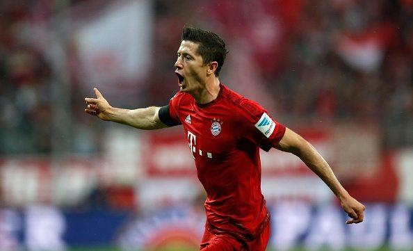 """Bayern uczy Schalke futbolu. Dwa gole """"Lewego""""!"""
