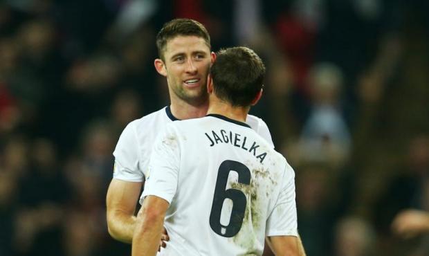 Jagielka i Stones bez formy, Cahill bez gry. Kto zagra na Euro?