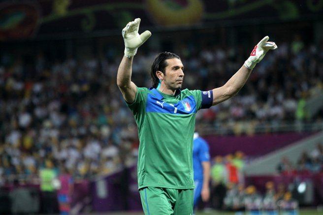 "Grande ""Gigi""! Buffon pobił rekord, a Juventus zwyciężył Torino!"