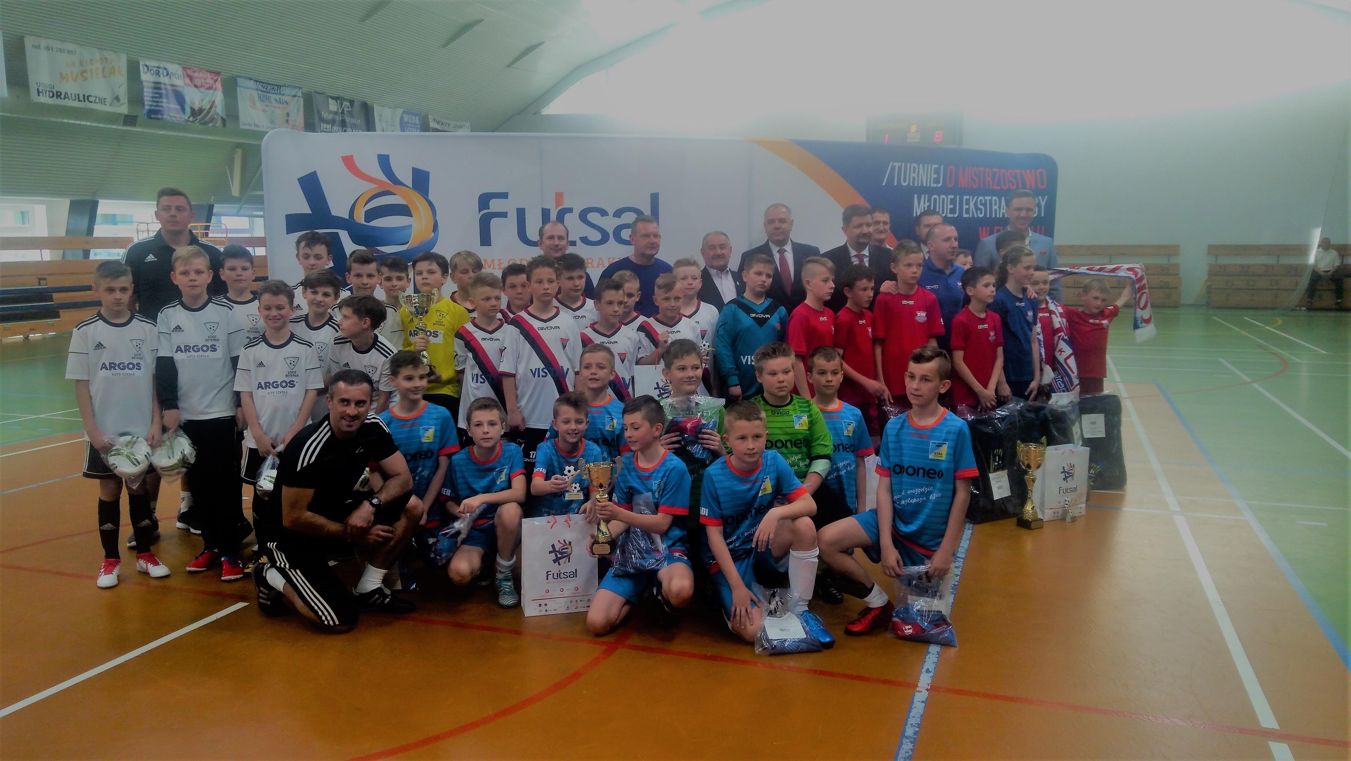 Finałowy turniej Młodej Ekstraklasy w futsalu. W Zduńskiej Woli oglądaliśmy piękne gole i efektowne zwycięstwa