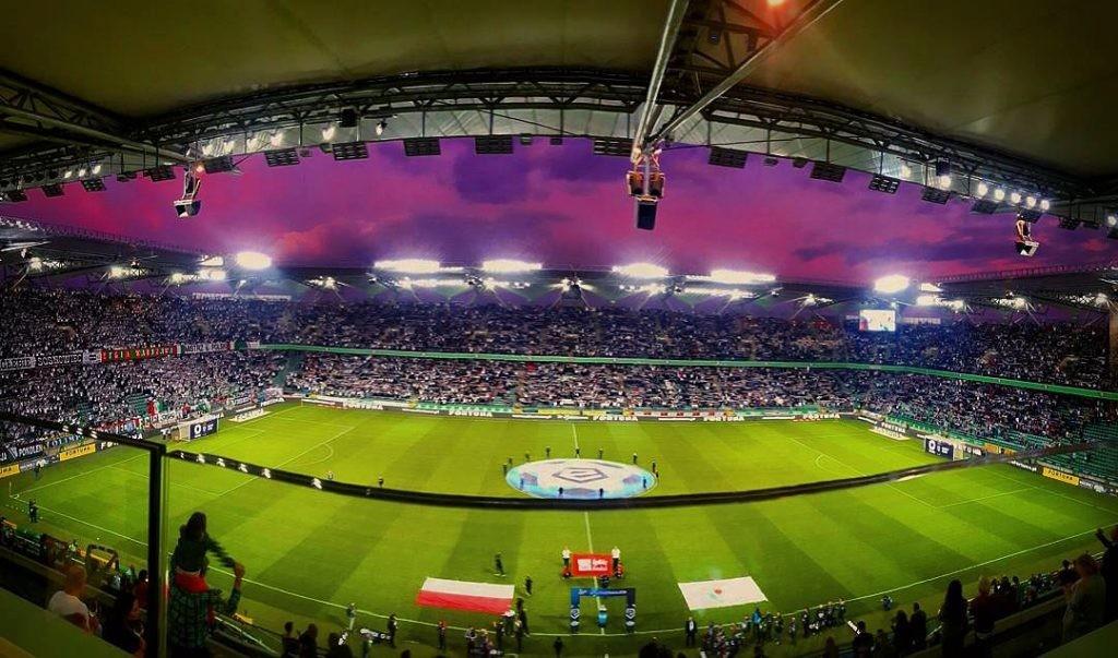 Słomiane przepisy, czyli jak wyglądał powrót kibiców na stadion ekstraklasy?