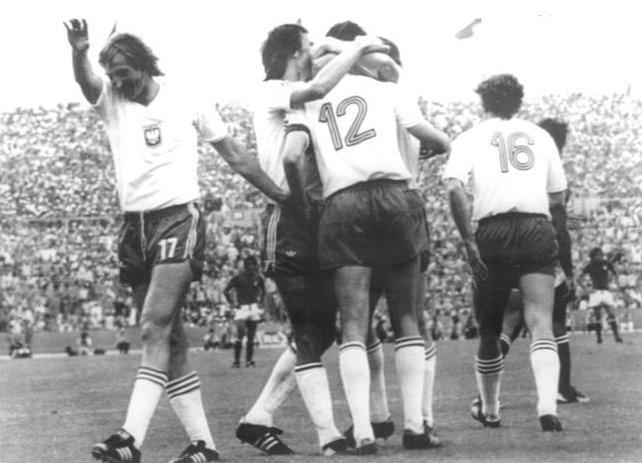 FJW: Twardy bój w Stuttgarcie oraz wielki Rossi. Wspomnienie historycznych meczów Polaków z Włochami.