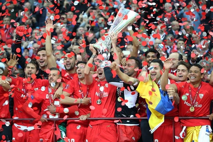 Między Ligą Europy a Ligą Mistrzów. Czy zwycięstwo w Lidze Europy jest szansą na sukces?