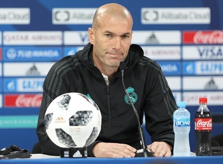 Być albo nie być. Zinedine Zidane walczy o posadę