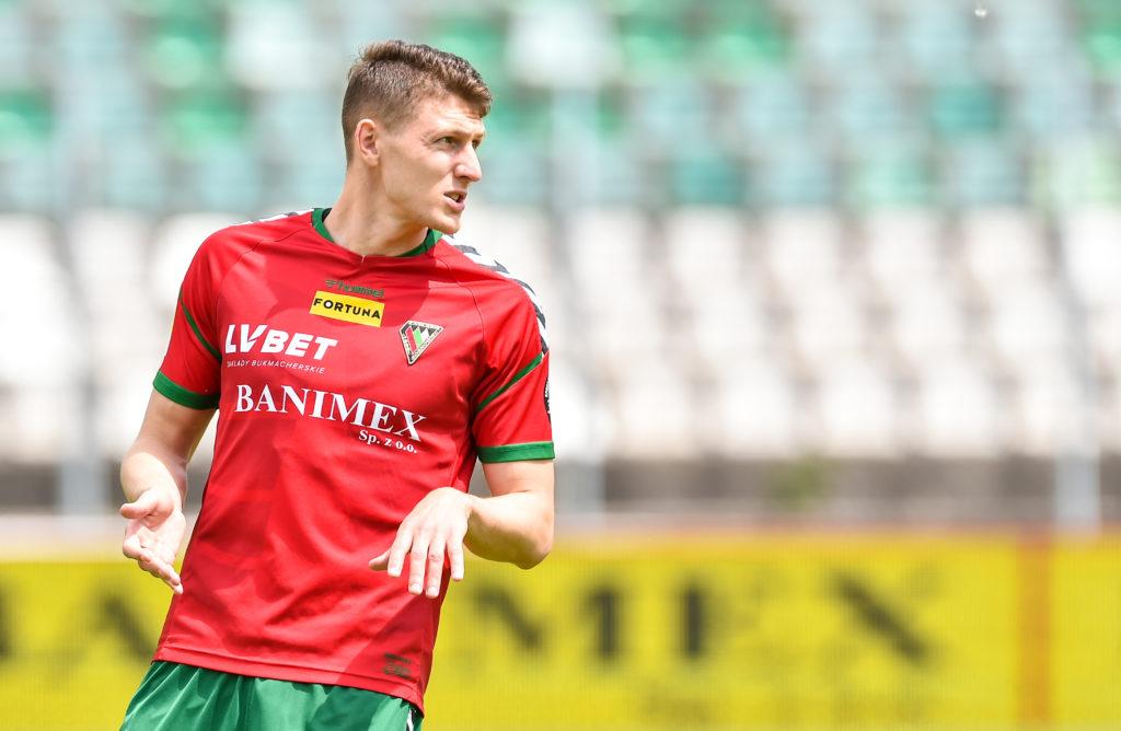 Wszechstronny egzekutor po ligowy awans – Fabian Piasecki na celowniku