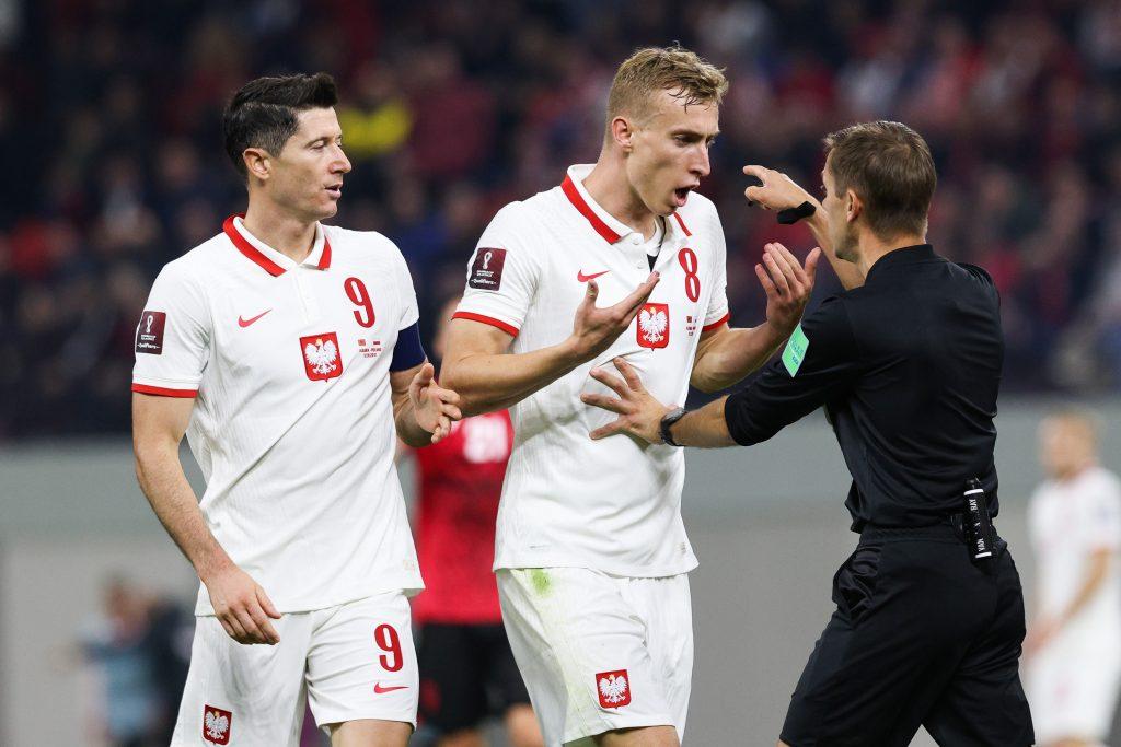 Notes taktyka: Lewandowski i Buksa – taki atak na stałe u Sousy?