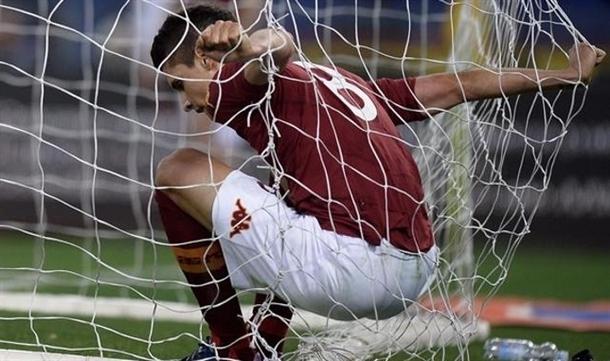 Roma remisuje z Torino po kuriozalnym golu. Cały mecz Polaków