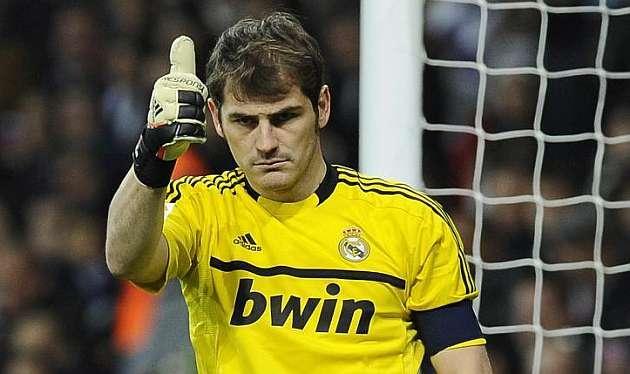 Casillas na ławce z Malagą