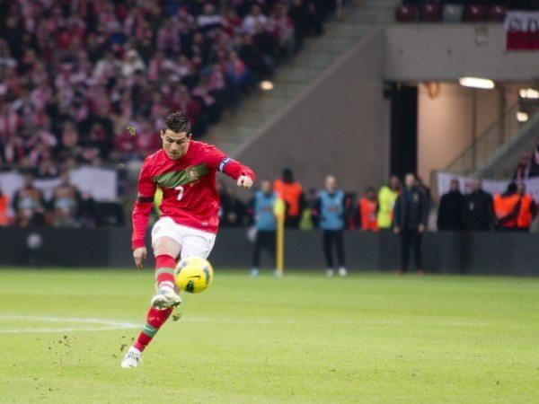 Ronaldo i jego problem z rzutami wolnymi